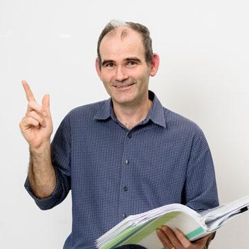 Michael Bradley 教授